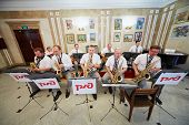 MOSCOW - AUG 3: Jazz-band performs in foyer of Central House of culture of railwaymen before final o