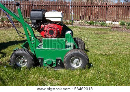 Rasen aerator