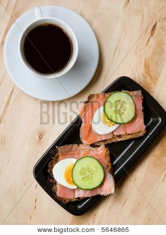Tasty sandwiches with rye bread and smoked salmon