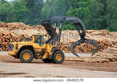 Volvo L180F HL Log Loader Working At Lumber Yard