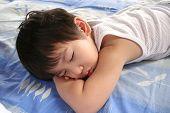 Постер, плакат: Спящий мальчик