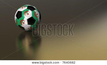 Balón de fútbol de Argelia brillante sobre una superficie metálica dorada