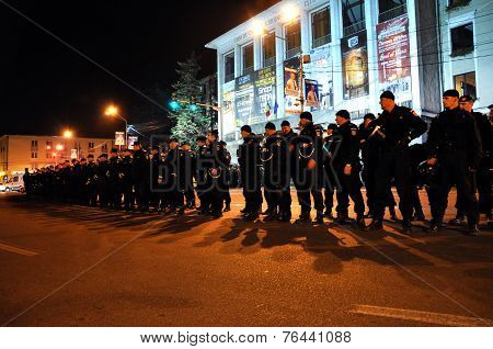 Riot Police In Alert Against Anti-government Protesters