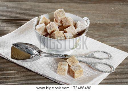 Brown lump sugar