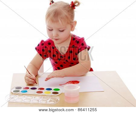The girl is passionate about drawing