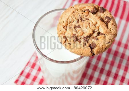 Chocolate cookie and glass of milk