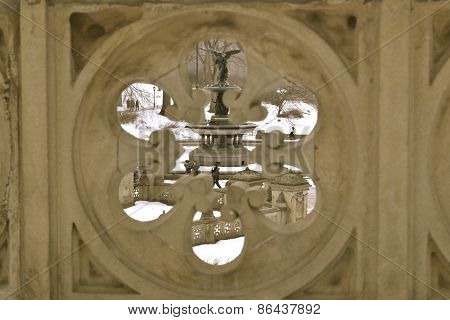 Bethesda Fountain from a hole