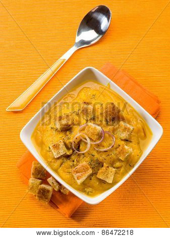 pumpkin soup with sliced toasted bread