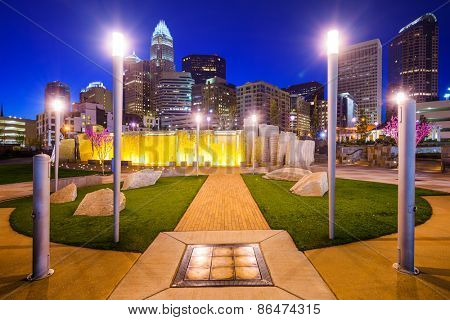 Charlotte, North Carolina, USA city park and skyline.