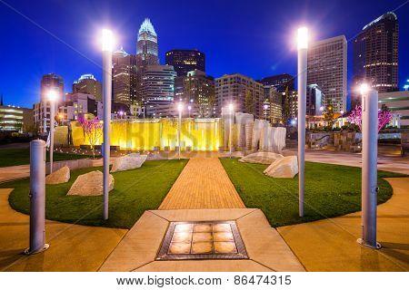 Charlotte, North Carolina, USA city park and skyline.