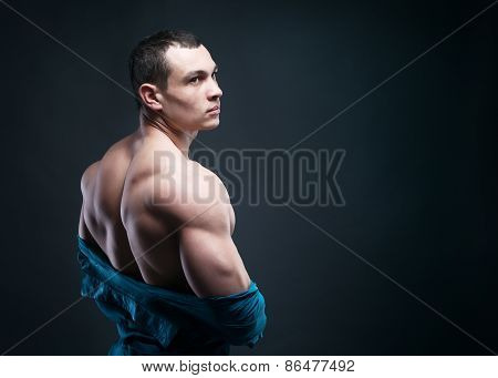 Muscular Athletic Guy Takes Off His Shirt