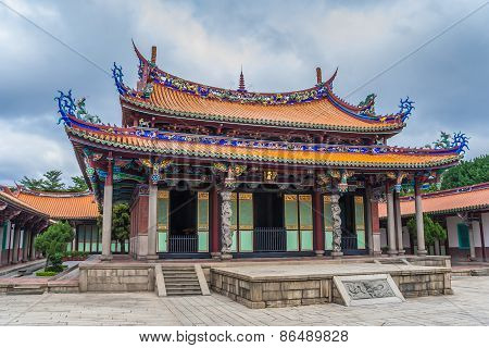 Mengjia Longshan Temple For A Mixture Of Buddhist And Taoist Deities In Taipei