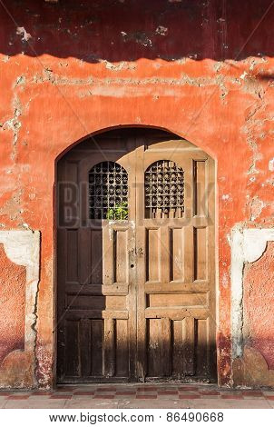 Door in the old part of colonial Granada