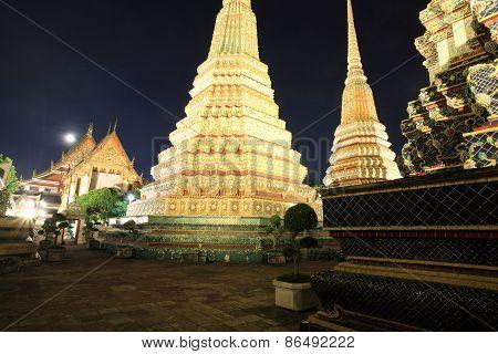 Wat Pho Or Wat Phra Chetuphon At Night