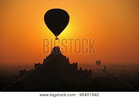 Bagan sunrise and hot air balloon