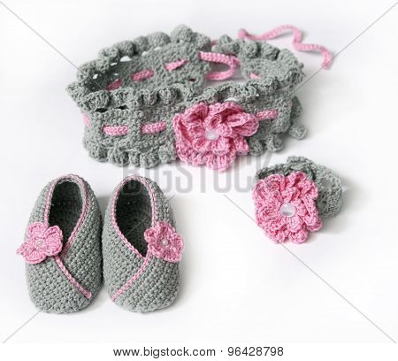 grey crochet baby booties and headband with flowers