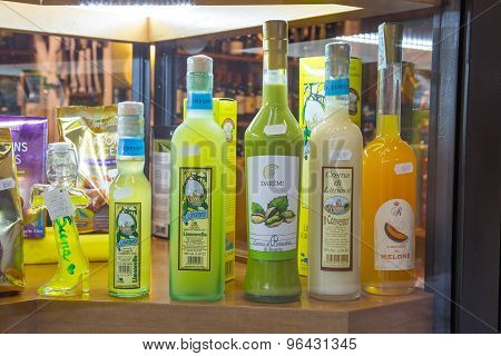 Traditional Italian Speciality Limoncello Liqueur Bottles For Sale