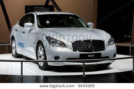 Infiniti M35 Hybrid At Paris Motor Show