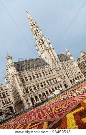 Brussels Town Hall During Flower Carpet Festival In Grand Place