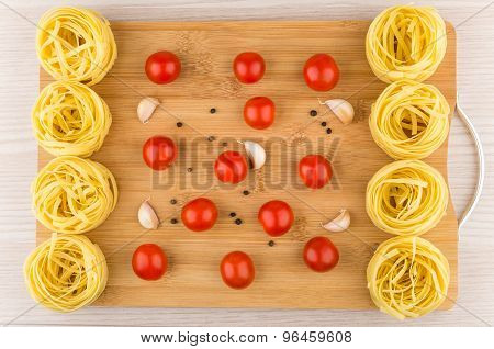 Bamboo Cutting Board With Fettuccine Pasta, Tomatoes And Garlic