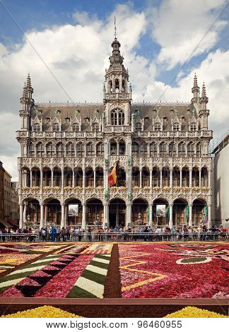 King House Or Het Broodhuis In Grand Place Of Brussels Behind Flower Carpet