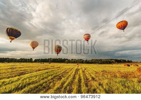 Evening flight of the hot air balloons.