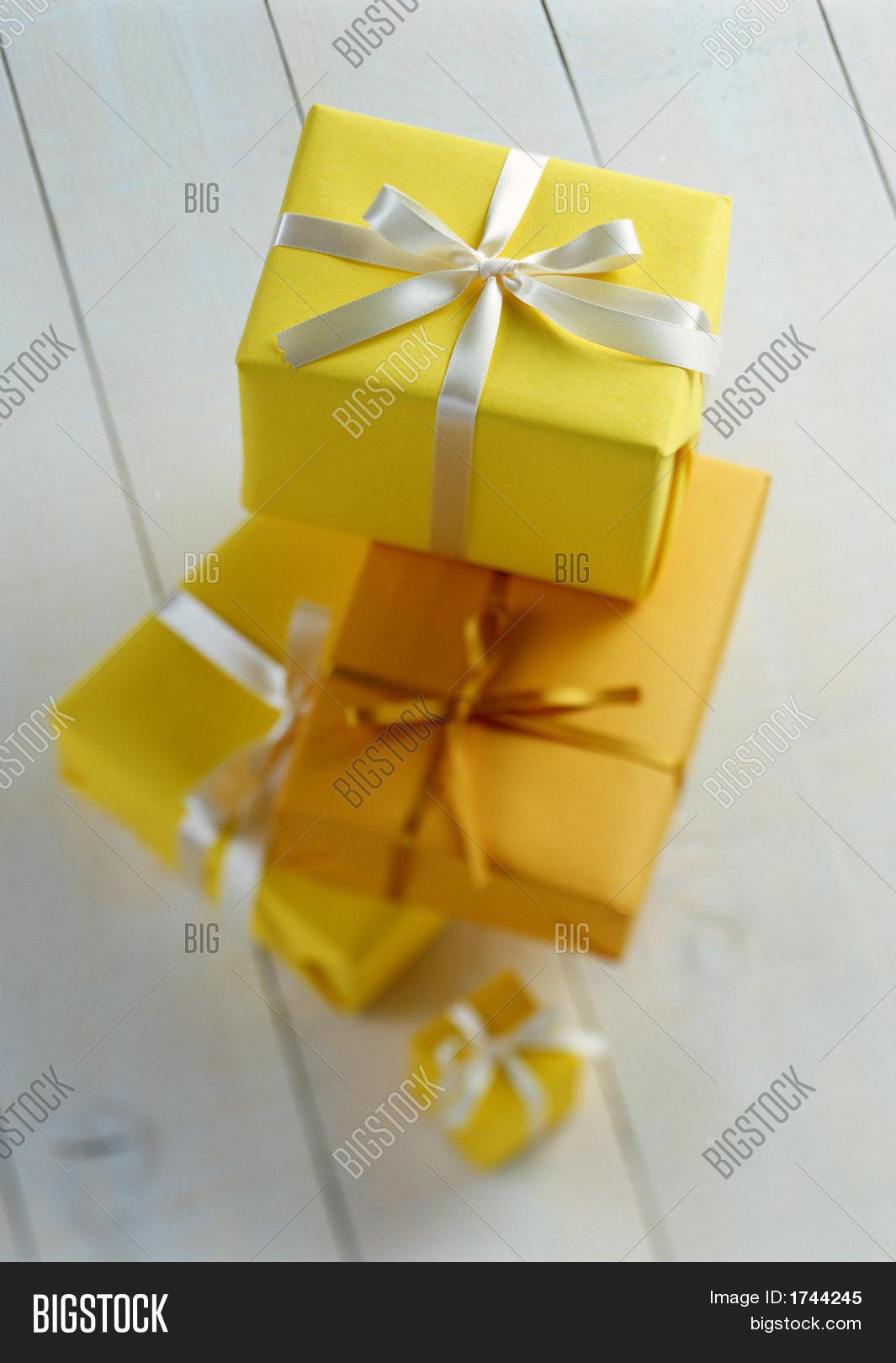 Желтый подарок картинки
