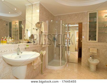 interior de un cuarto de baño