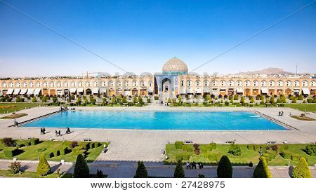 Sheikh Lotfollah mosque on  Naqsh-i Jahan Square with big fountain, Esfahan, Isfahan, Iran