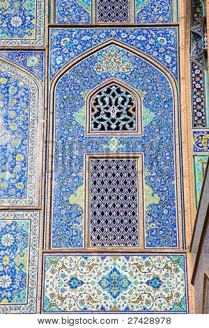 Tiled oriental ornaments mosque's wall and windows on Sheikh Lotfollah mosque on  Naqsh-i Jahan Square, Esfahan, Iran