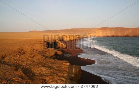 Red Beach (Paracas, Peru)