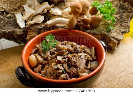 bowl with sauted mushroom