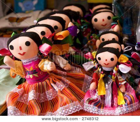 Bunte Lupita Dolls Mexiko