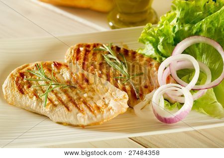 grilled chicken with green salad