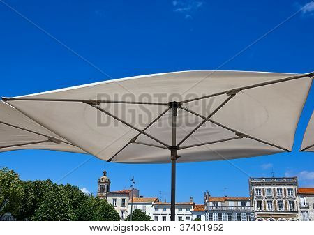 Terrace umbrella in Rochefort
