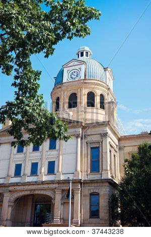 Tuscarawas County Courthouse In New Philadelphia
