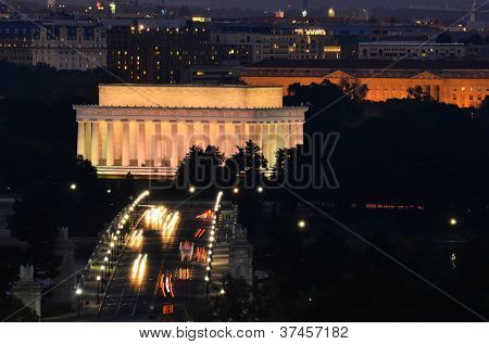 Washington DC, Lincoln Memorial and car traffic on Arlington Memorial Bridge at night