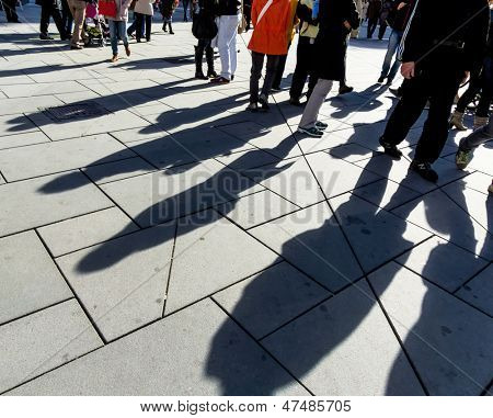 shadows of people, symbolic photo for anonymity, city life, mass society