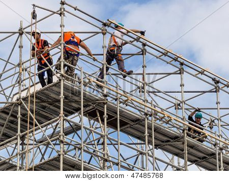 construction worker on a scaffold, symbolfoto for building, construction boom, labor protection