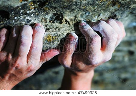 Mano del escalador de roca