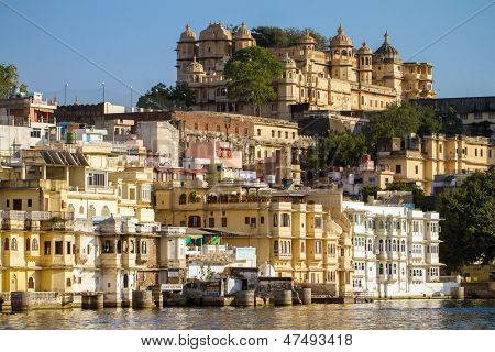 City Palace and Pichola lake in Udaipur, Rajasthan, India