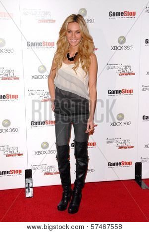 Jasmine Dustin  at the Game Stop and XBOX 360 Premiere of