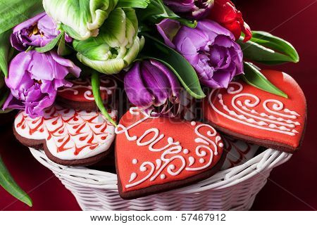 Gingerbread heart and tulips