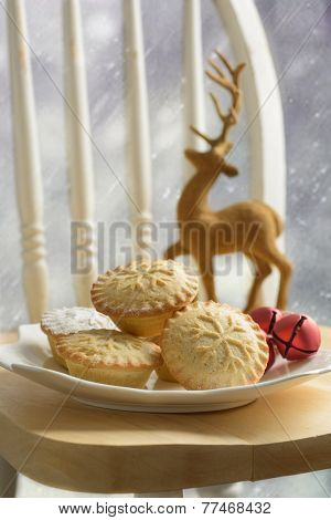 Plate of mince pies for Christmas