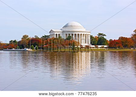 Thomas Jefferson Memorial in autumn Washington DC.