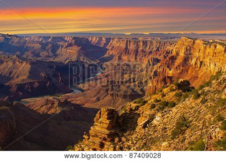 Majestic Vista Of The Grand Canyon At Dusk