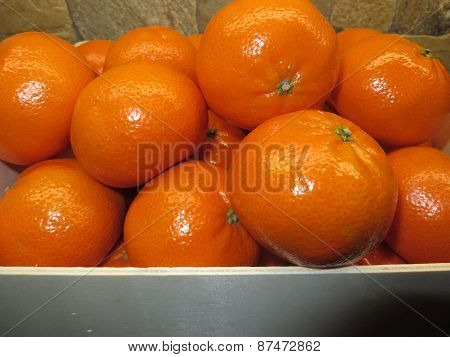 Fresh, juicy clementines