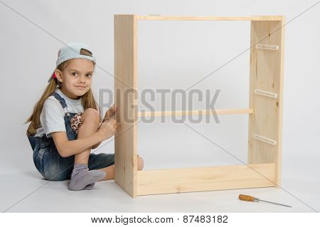 Girl Collects Garbage Furniture Chest Of Drawers