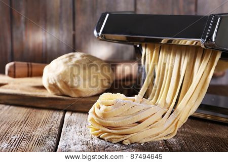 Making noodles with pasta machine