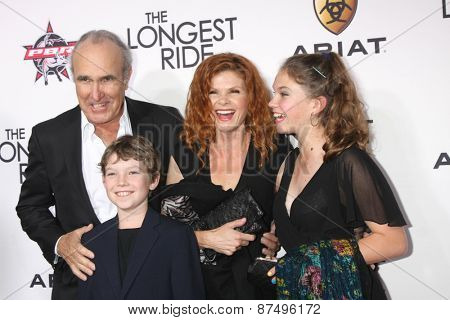 LOS ANGELES - FEB 6:  Ron Shelton, Lolita Davidovich, Valentina Shelton at the